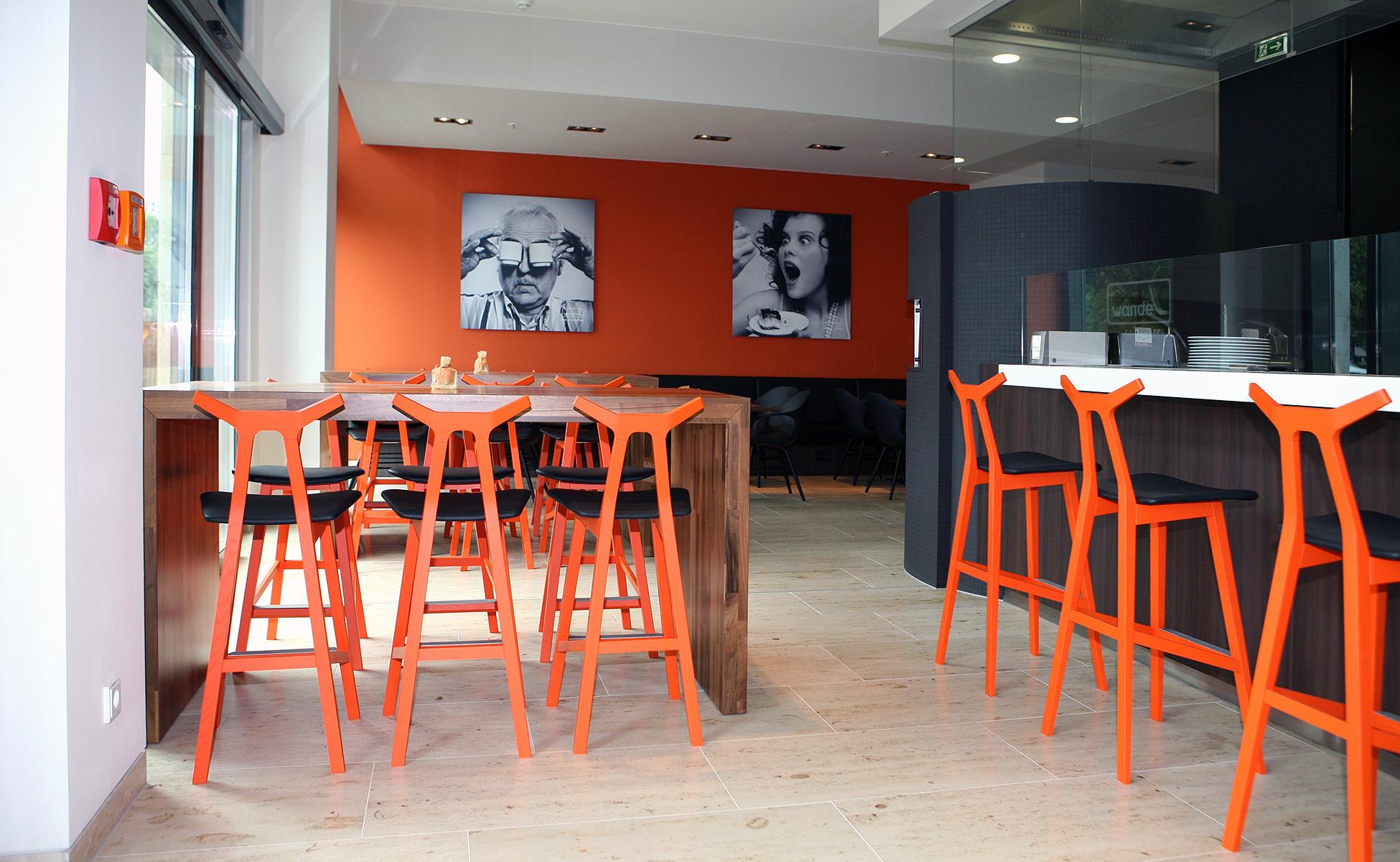 02 einrichtung farbkonzept nara barhocker fredericia furniture berlin by steidten+