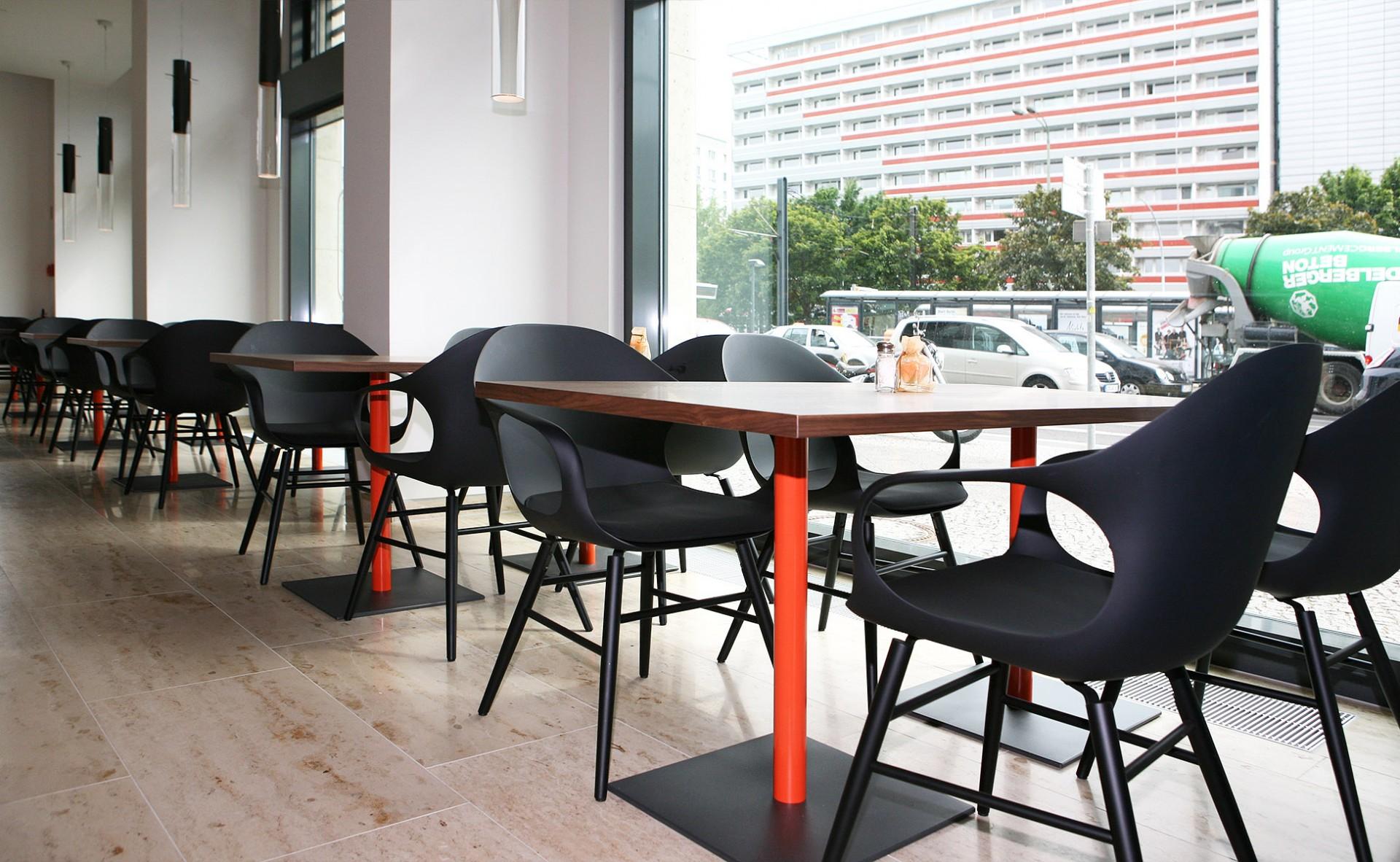 05 einrichtung farbkonzept kristalia elephant furniture berlin by steidten+