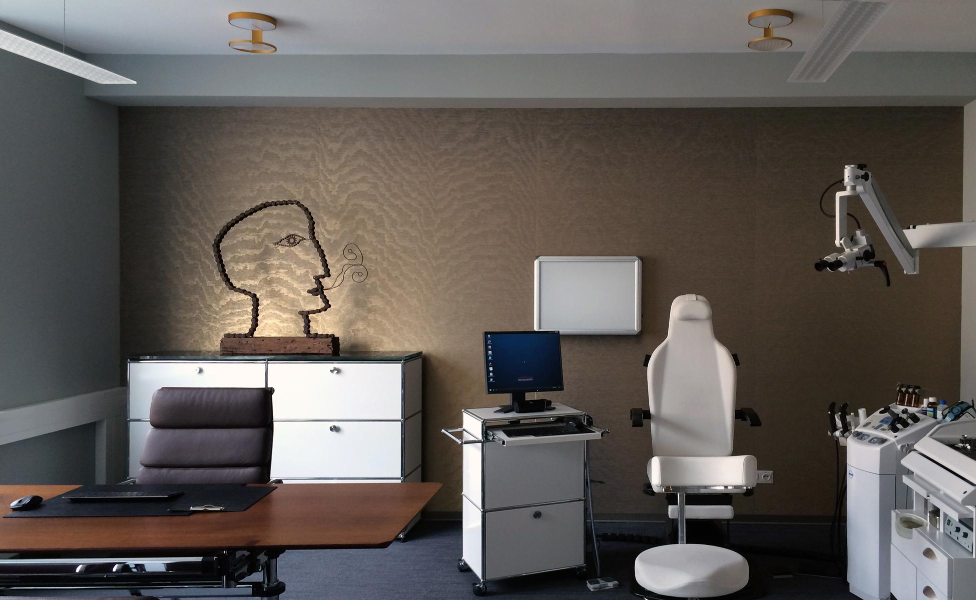 Praxis Untersuchungsraum USM Haller + Vitra Soft Pad Chair + Nimbus bei steidten+ Berlin