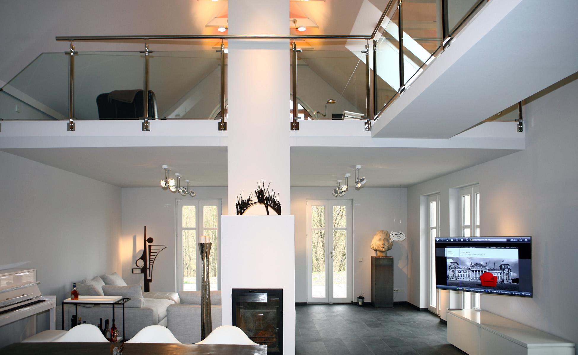 Innenarchitektur + Einrichtung Samsung TV Interluebke Cube Lowboard bei steidten+ Berlin