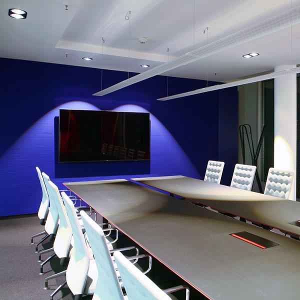 vitra konferenzstühle + montana tisch bei steidten+ berlin