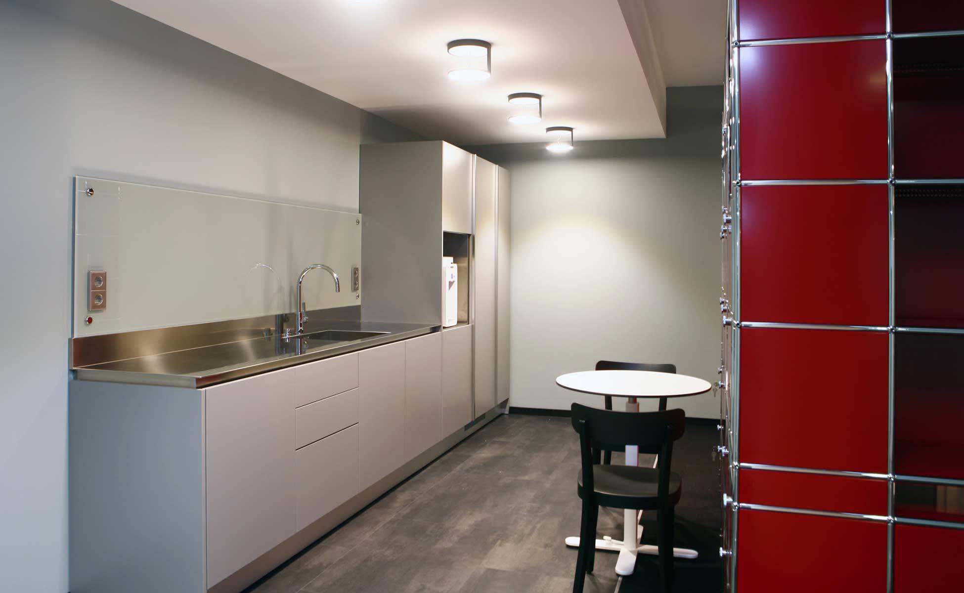 01 arclinea küche + nimbus rim leuchten - büro- und objekteinrichtung von steidten+ berlin
