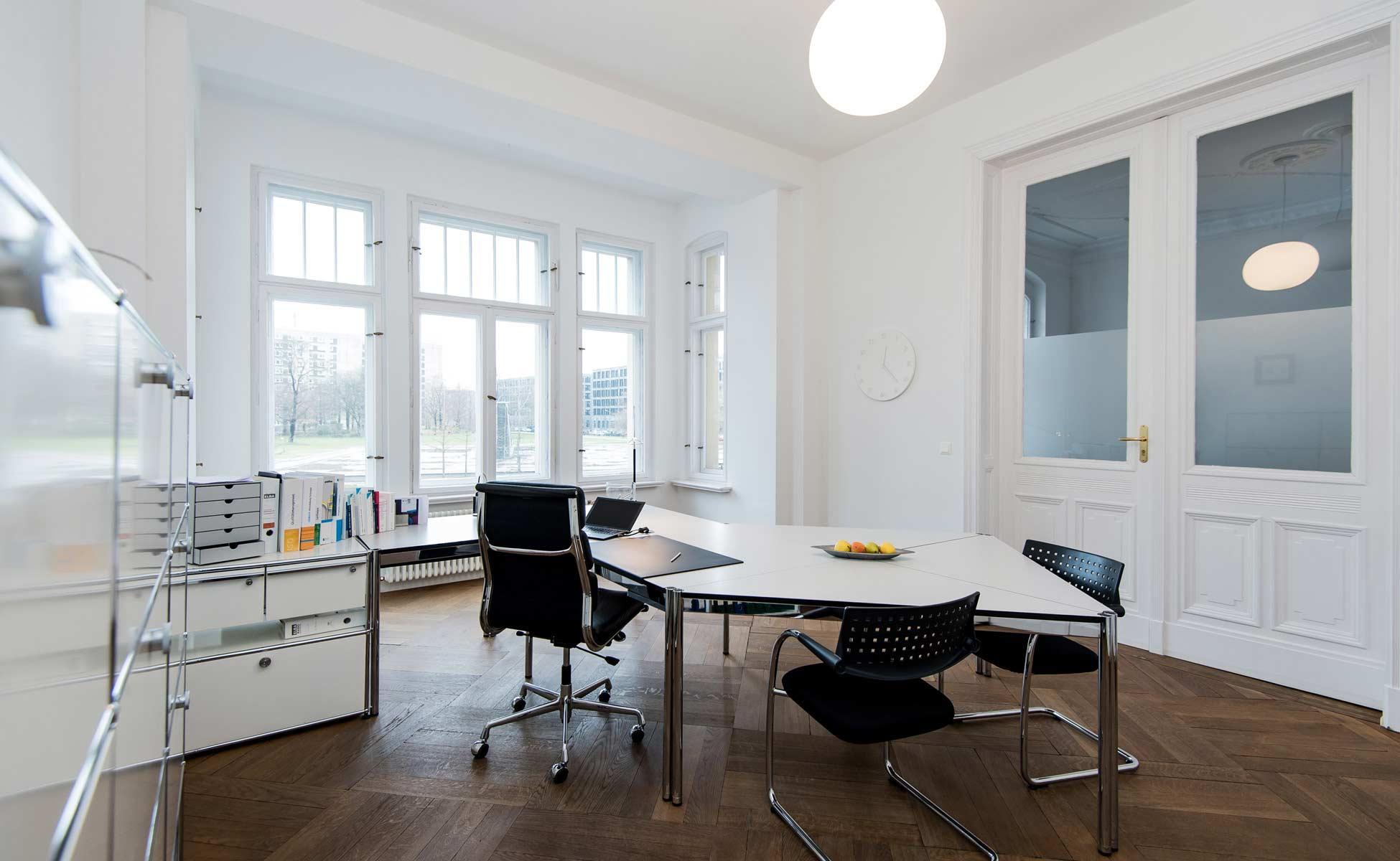 01 usm haller arbeitsplatz + vitra soft pad von steidten+ berlin