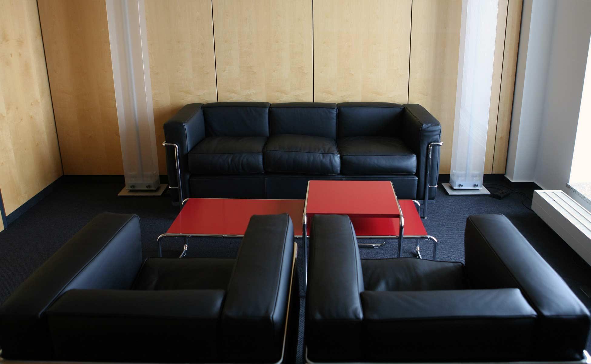 cassina lc2 lounge bei steidten+ berlin
