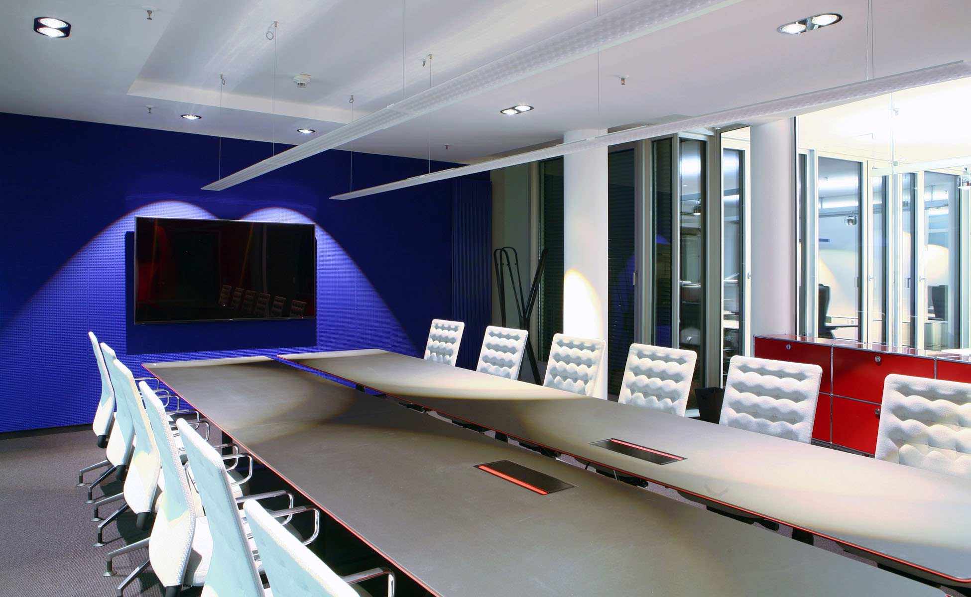 09 vitra konferenzstühle + montana tisch - büro- und objekteinrichtung von steidten+ berlin