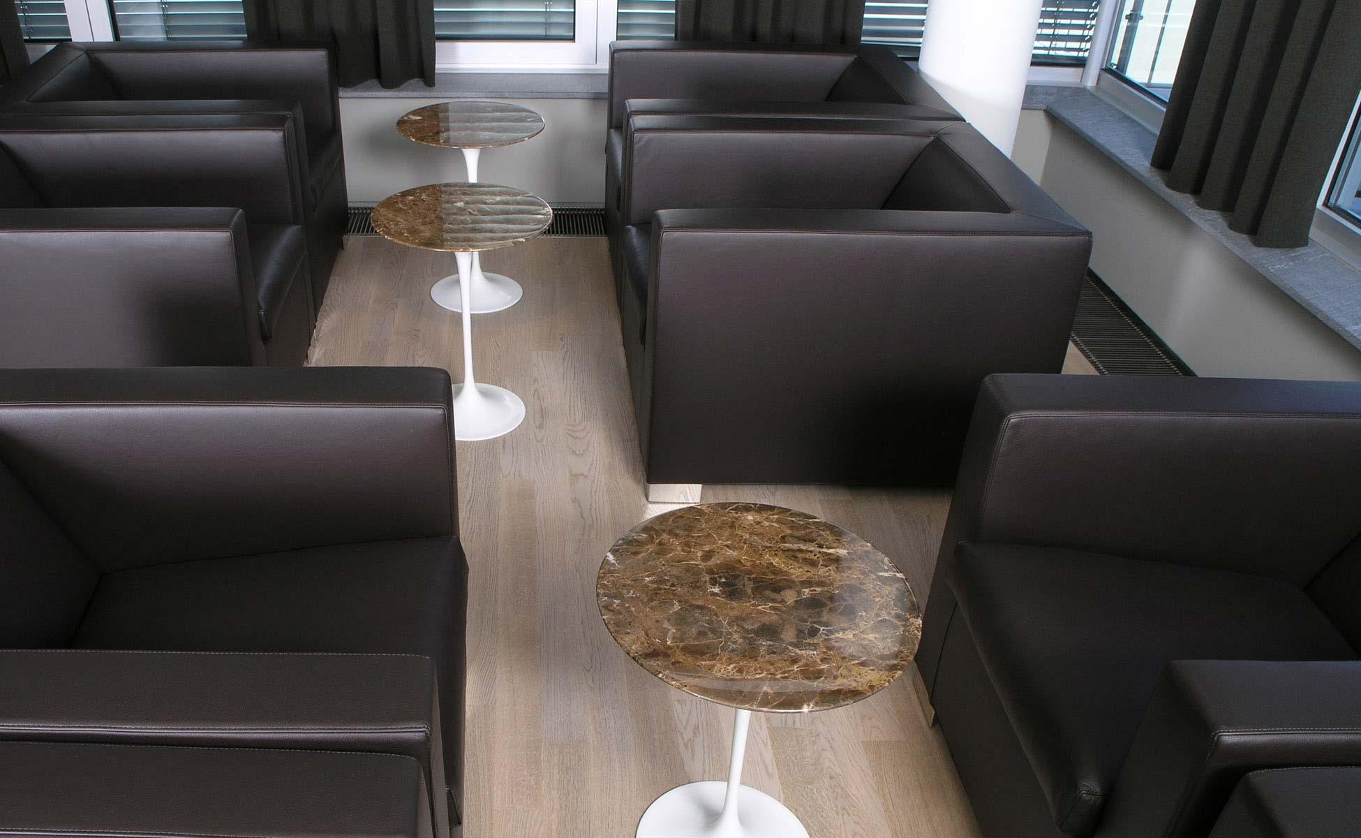 Lounge und Lobby Einrichtung Knoll International Saarinen Table von steidten+ Berlin