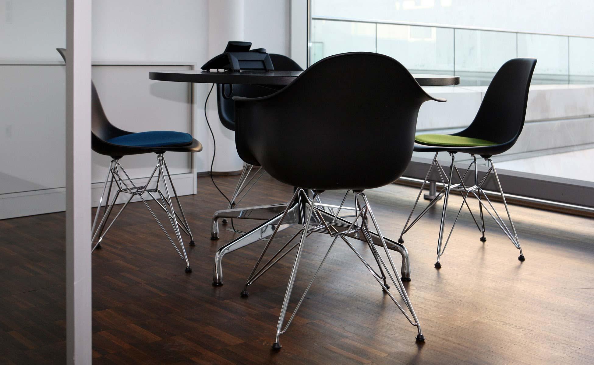 Office Interior Vitra Eames Besprechung bei steidten+ Berlin