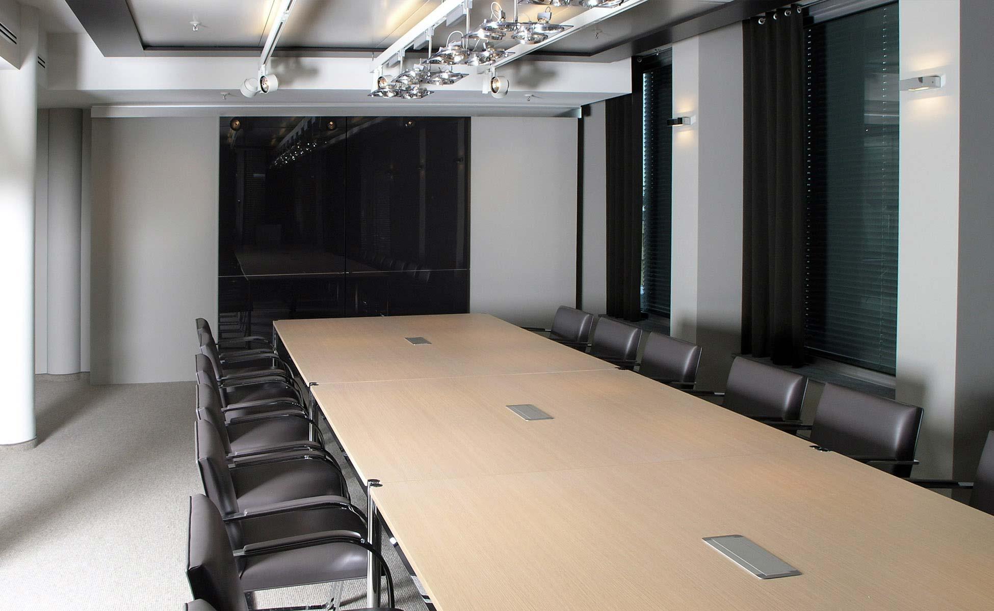 Lounge + Lobby Einrichtung Knoll International + USM Haller Konferenz Tisch von steidten+ Berlin