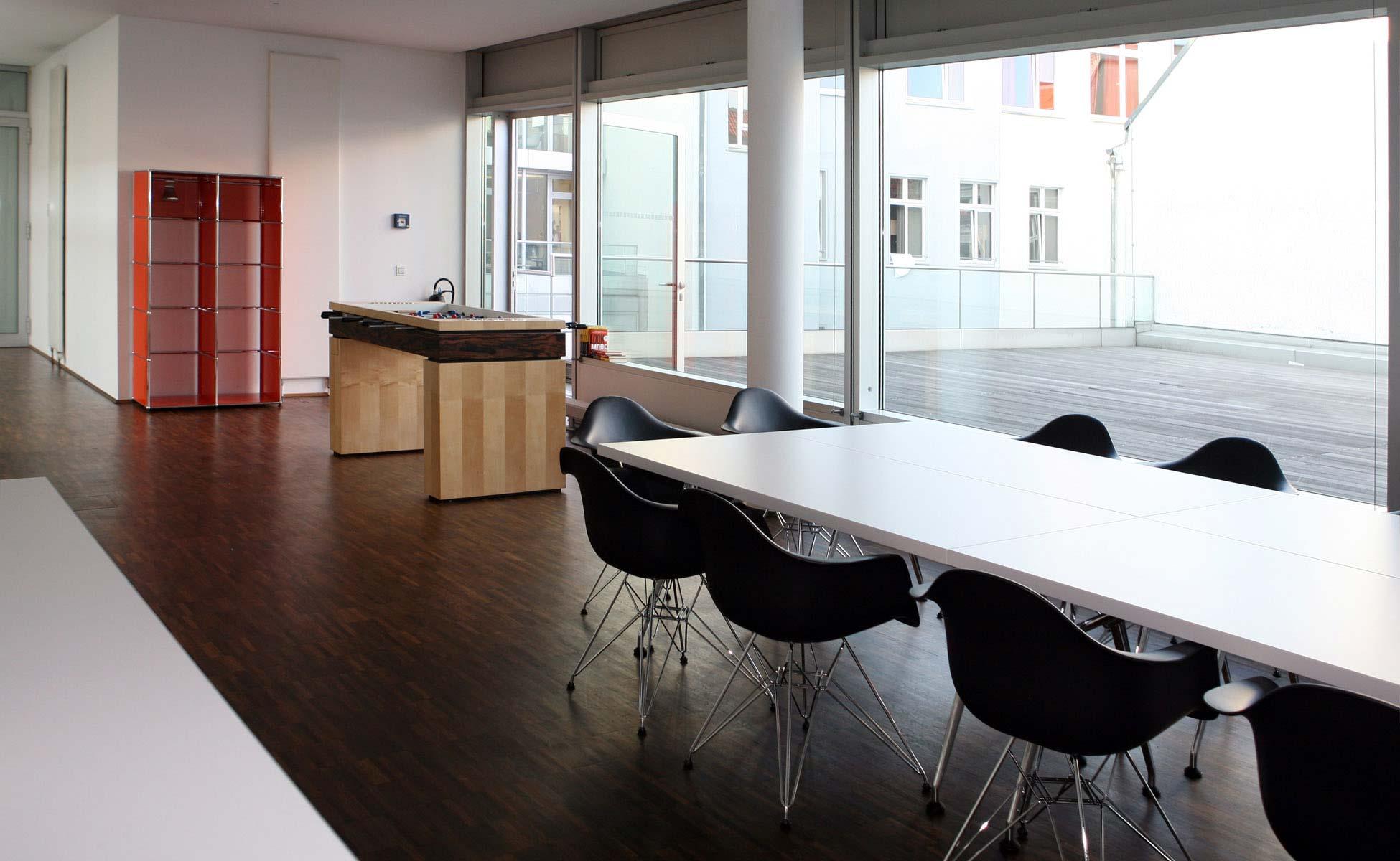 Office Interior Vitra Kantinen Einrichtung bei steidten+ Berlin
