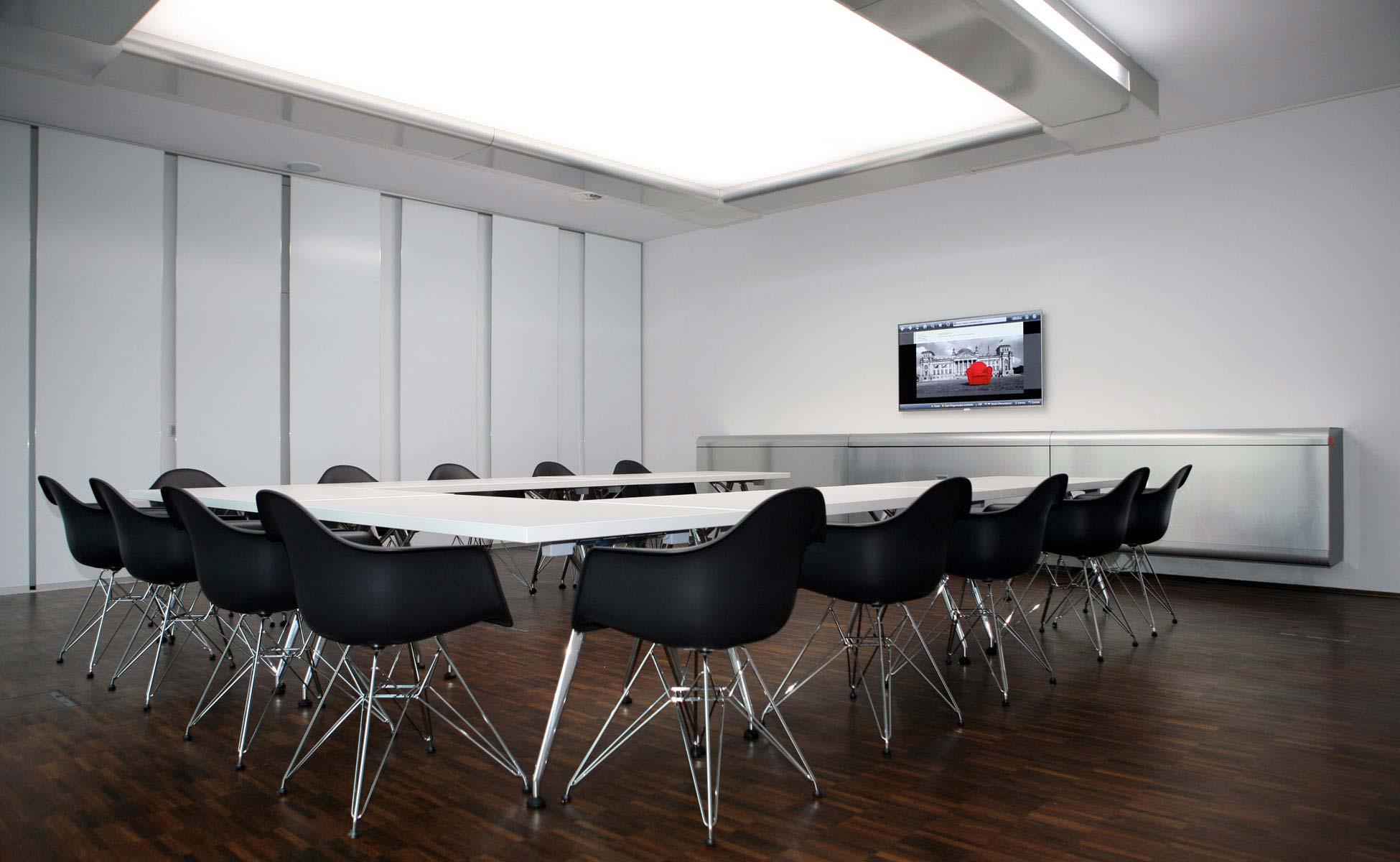 Office Interior Vitra DAR Konferenz Einrichtung bei steidten+ Office Berlin