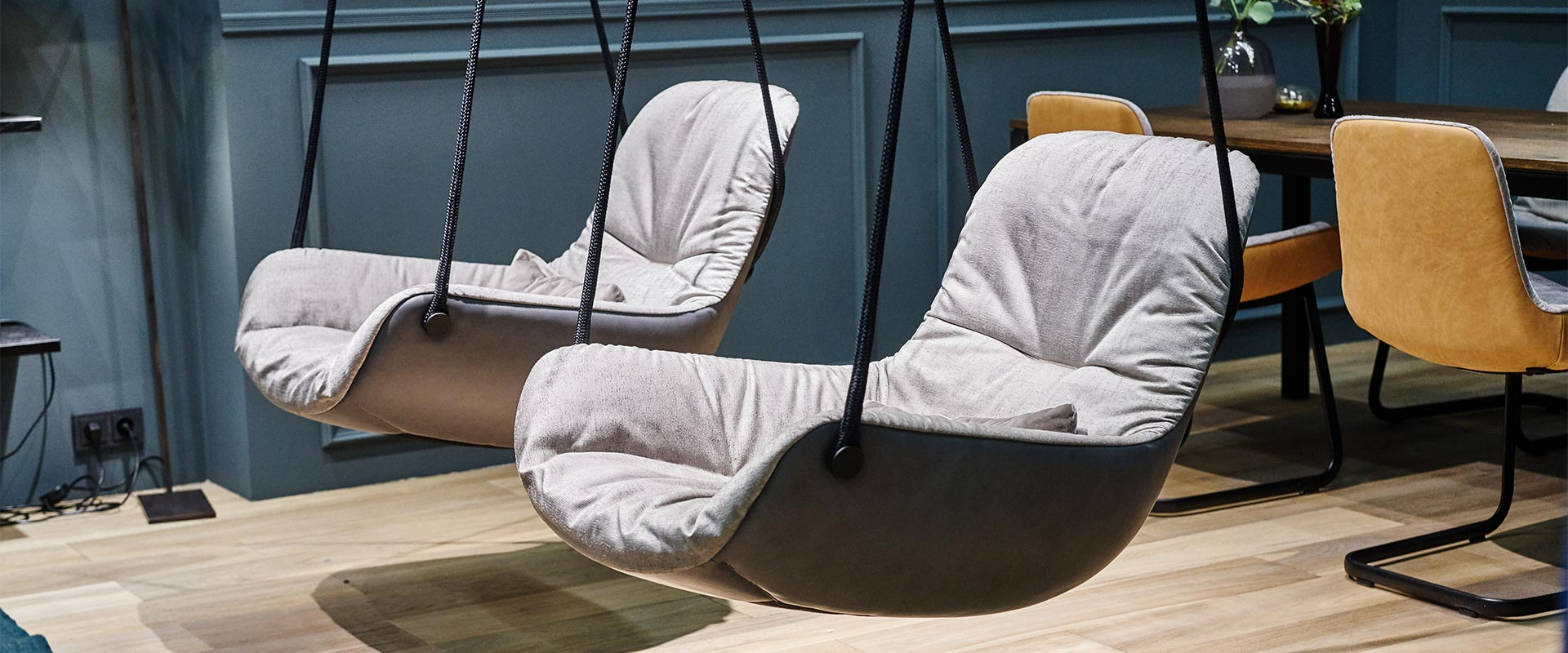 IMM Köln Messestand - Freifrau Leya Swing Seat
