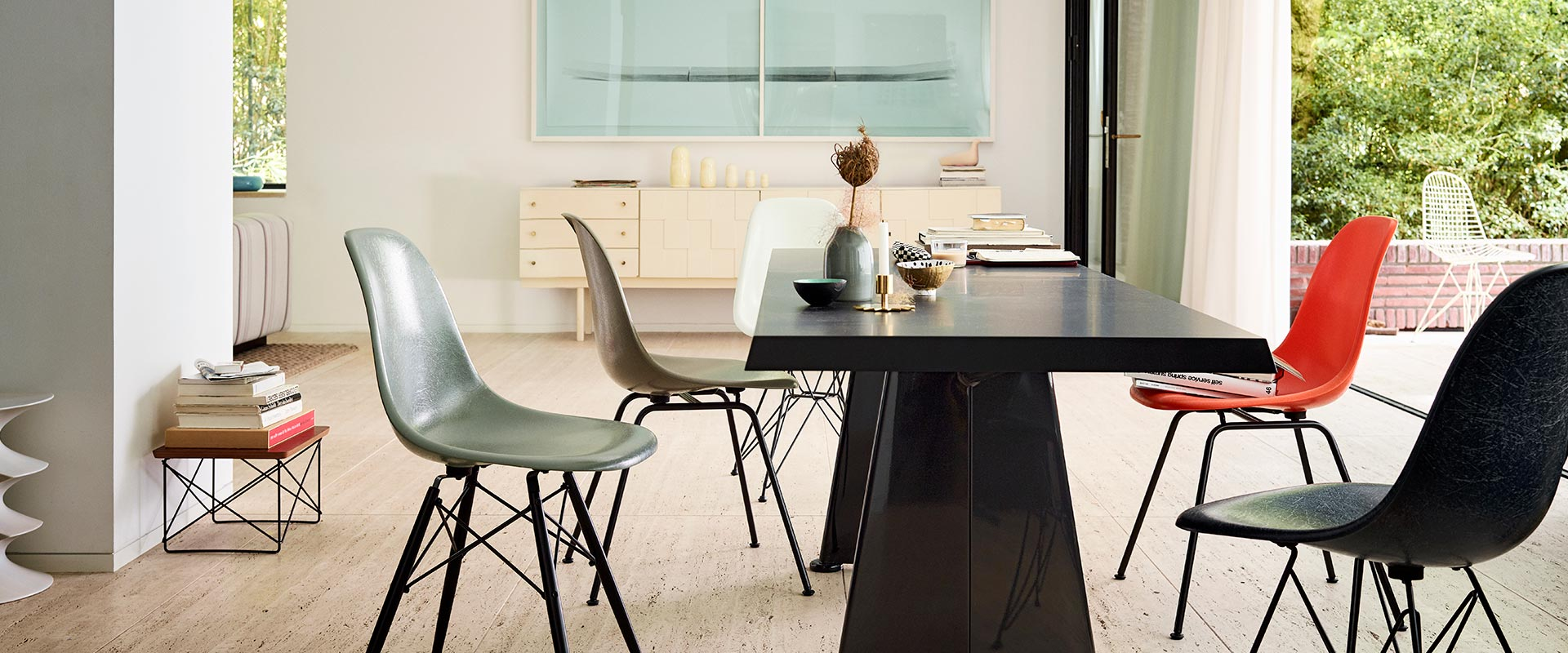 Diningroom Vitra Eames Fiberglass Chairs