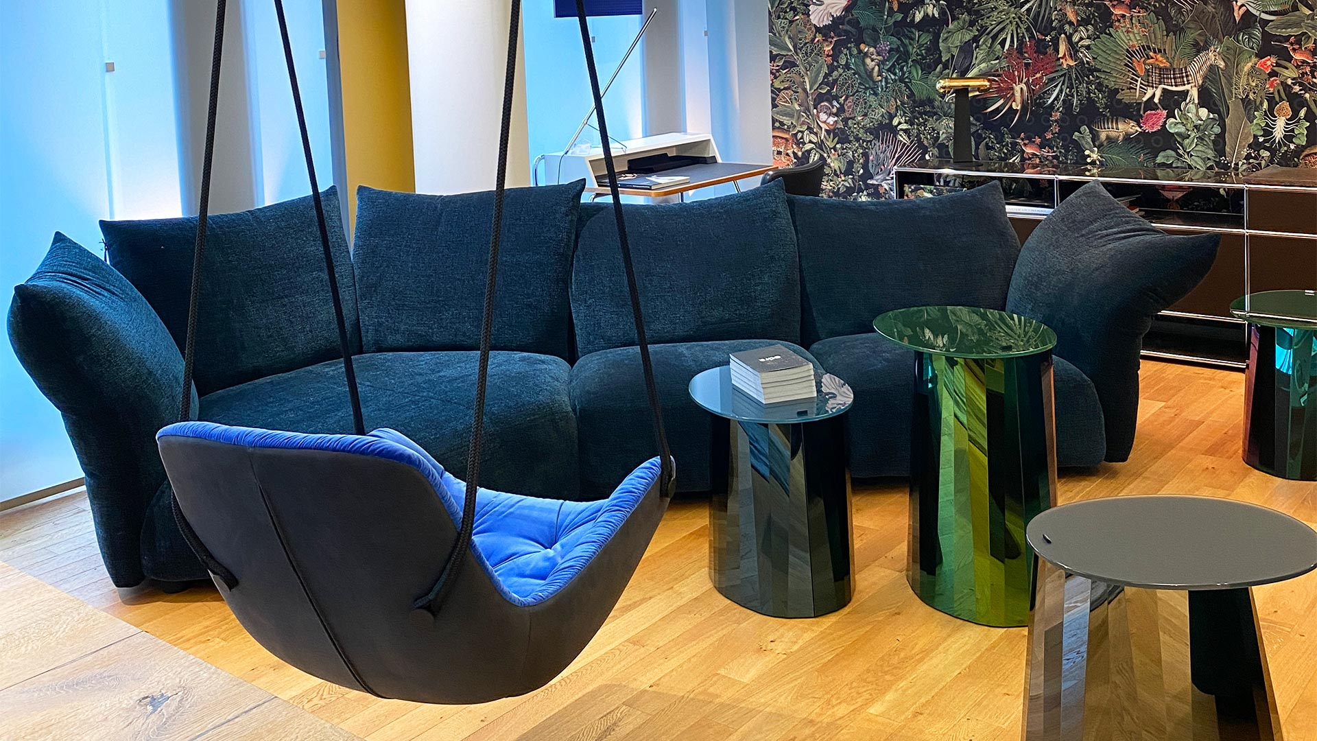 Edra Sofa + Freifrau Swingseat + Classicon Tische in Berlin bei steidten+