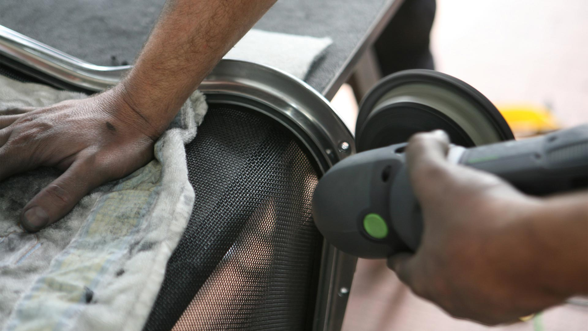 Vitra Aufbereitung Eames Alu Chair in Berlin bei steidten+02