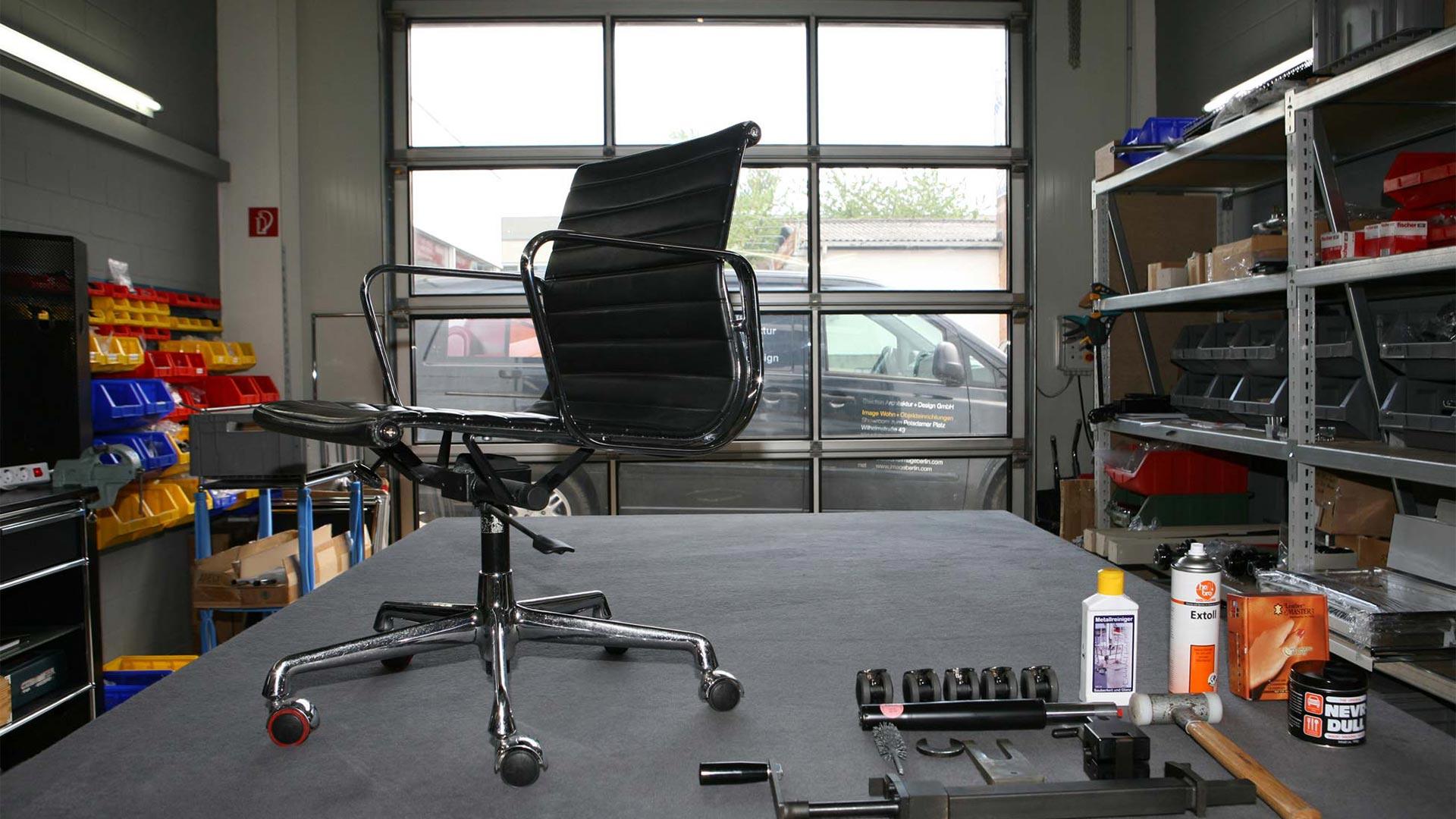 Vitra Ersatzteilservice + Reparatur Eames alu Chair in Berlin bei steidten+01