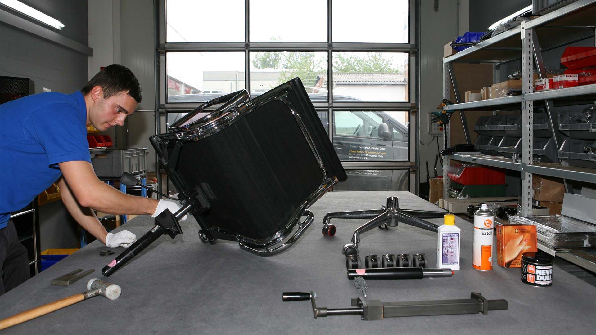 Vitra Ersatzteilservice + Reparatur Eames alu Chair in Berlin bei steidten+03