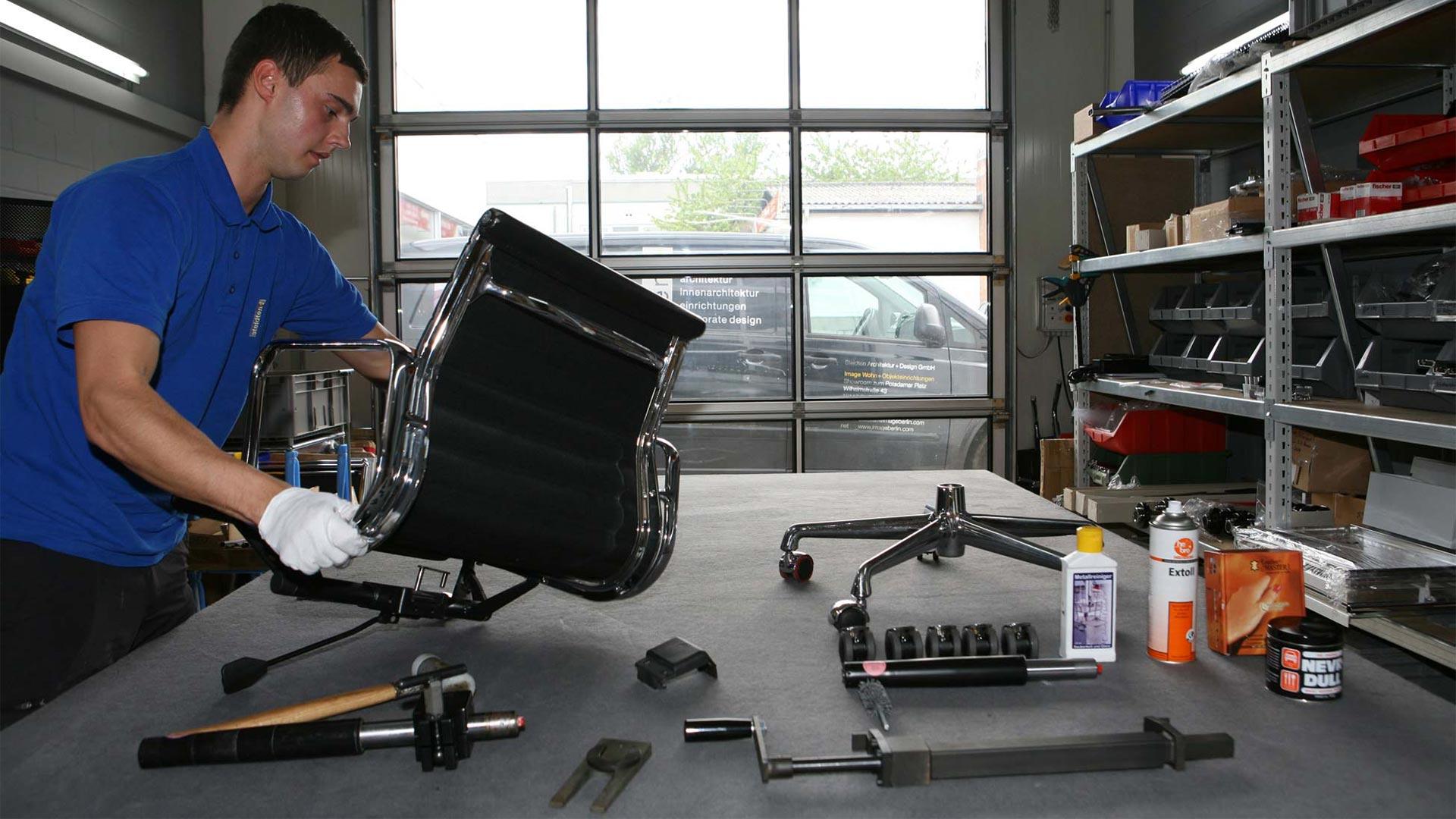 Vitra Ersatzteilservice + Reparatur Eames alu Chair in Berlin bei steidten+05