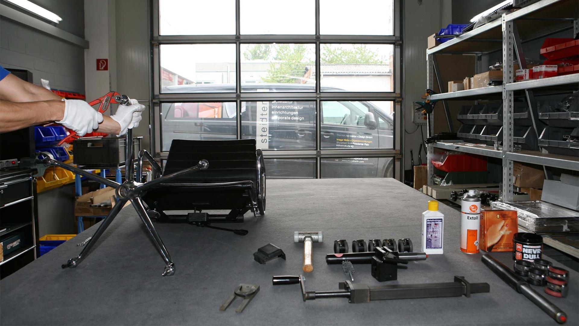 Vitra Ersatzteilservice + Reparatur Eames alu Chair in Berlin bei steidten+06