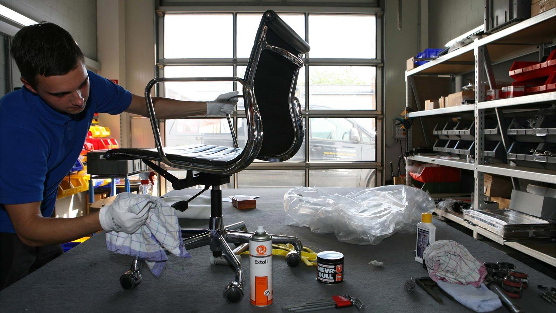 Vitra Ersatzteilservice + Reparatur Eames alu Chair in Berlin bei steidten+09